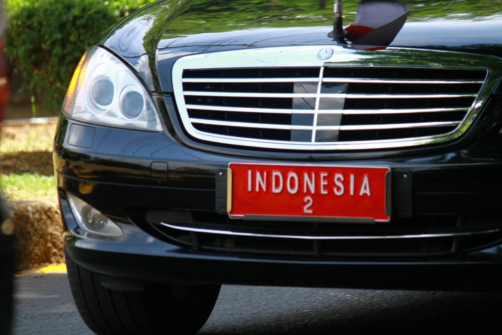 Mobil yang ditumpangi Boediono saat berkunjung ke Undip.